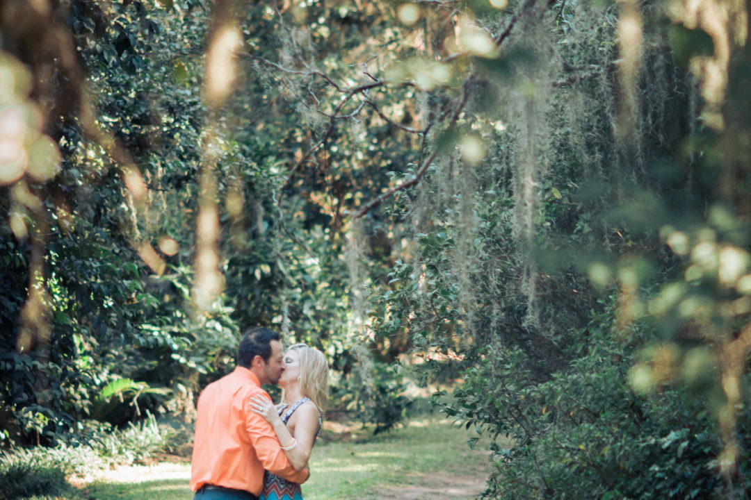 Catalytic Camera Photo Tallahassee Family Photographer Maclay Gardens new parents kissing